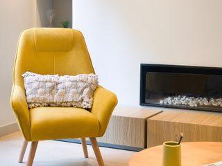 Markham Stagers Ruang Keluarga Modern Yellow