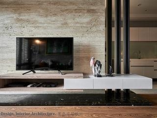 Hi+Design/Interior.Architecture. 寰邑空間設計 Paredes y pisos de estilo moderno Mármol Marrón