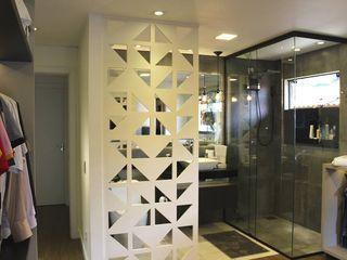 Reforma de residência em Ijuí-RS Cláudia Legonde Banheiros modernos MDF Cinza