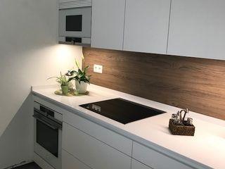 Una cocina blanca de líneas sencillas SANTOS VAGUADA CocinaEncimeras Blanco