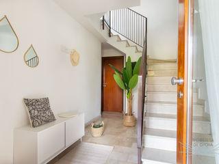 Home Staging & Dintorni Pasillos, vestíbulos y escaleras de estilo moderno