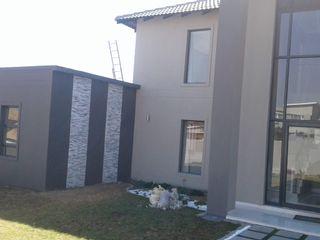 Br and Ru Projects Casas de estilo clásico