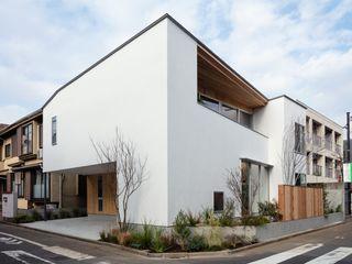 hm+architects 一級建築士事務所 Багатоквартирний будинок Білий