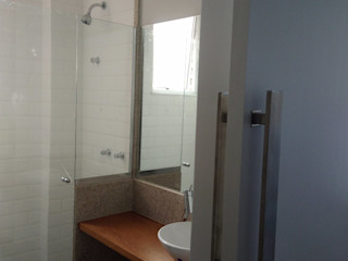 Margareth Salles 現代浴室設計點子、靈感&圖片 磁磚 White
