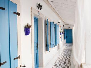 Hotel in Alacati by KAROİSTANBUL KAROİSTANBUL Balcone Piastrelle