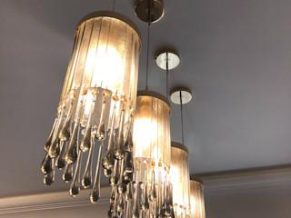 Design chandeliers for kitchen and living room in a flat in Moscow. MULTIFORME® lighting Salle à manger classique