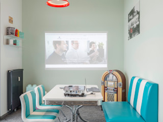 Durchdachtes Bürokonzept für mittelständische Unternehmen Kaldma Interiors - Interior Design aus Karlsruhe Moderne Bürogebäude