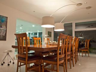 TRAZZO ILUMINACIÓN Salas de jantar modernas