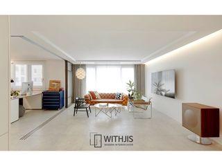 WITHJIS(위드지스) 现代客厅設計點子、靈感 & 圖片 鋁箔/鋅 Grey