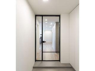 WITHJIS(위드지스) 現代風玄關、走廊與階梯 鋁箔/鋅 Black