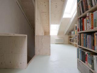 Dachumbau und Sanierung Reihenhaus AMUNT Architekten in Stuttgart und Aachen Satteldach