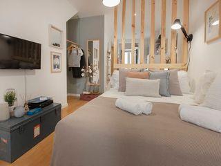 Rafaela Fraga Brás Design de Interiores & Homestyling Phòng ngủ nhỏ Wood effect