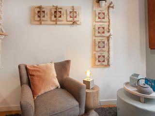 Rafaela Fraga Brás Design de Interiores & Homestyling Phòng khách phong cách Bắc Âu Pink