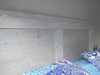 Naturalis Muebles Ecológicos 臥室床與床頭櫃 實木 Wood effect
