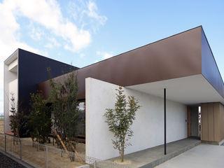 玄関の軒の存在感が異彩を放つ家 kisetsu 一戸建て住宅