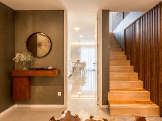ShiStudio Interior Design Modern Corridor, Hallway and Staircase