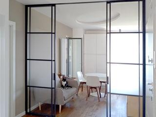 Nicola Sacco Architetto Pasillos, vestíbulos y escaleras de estilo industrial Madera Blanco