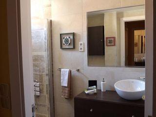 Almudena Madrid Interiorismo, diseño y decoración de interiores Baños modernos
