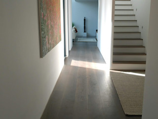 Holz + Floor GmbH   Thomas Maile   Living with nature since 1997 Modern corridor, hallway & stairs Wood Black