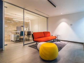 OFICINA DGLA LECHERIA Design Group Latinamerica Oficinas de estilo moderno