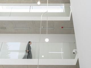 PORT pracownia i studio architektury 飯店 水泥