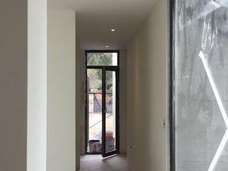 Construcción de baño Constructora CYB Spa Pasillos, vestíbulos y escaleras modernos