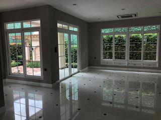 Ban Nantawan UpMedio Design Modern living room