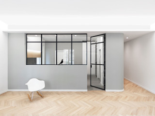 DMC   Round the Corner Apartment PLUS ULTRA studio Cucina attrezzata Legno Grigio