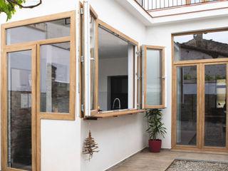 Reforma integral de vivienda unifamiliar en Argentona, Sant Ferran. Divers Arquitectura, especialistas en Passivhaus en Sabadell Paredes y suelos de estilo moderno