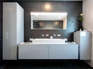 Badambiente Bad&Design Rußin&Raddei Moderne Badezimmer Glas Grau