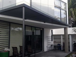vertikal Balkon, Beranda & Teras Modern Kaca Grey