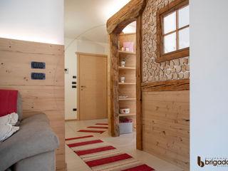 Arredamenti Brigadoi 玄關、走廊與階梯配件與裝飾品 木頭