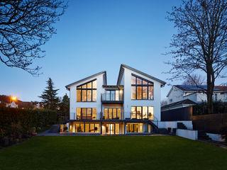 Modern Three Storey Townhouse Bennett Baufritz (UK) Ltd. Casas prefabricadas Madera Blanco