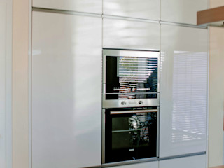 T-raumKONZEPT - Interior Design im Raum Nürnberg Вбудовані кухні Білий