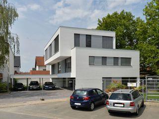 Mehrfamilienhaus aus Massivholz mit Büros Herrmann Massivholzhaus GmbH Holzhaus Massivholz Weiß