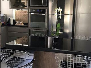 STUDIO SPECIALE - ARQUITETURA & INTERIORES Kitchen units Wood Black