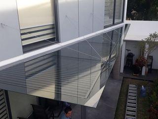 vertikal Balkon, Beranda & Teras Modern Grey