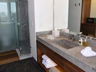 vertikal Hotel Modern Kaca