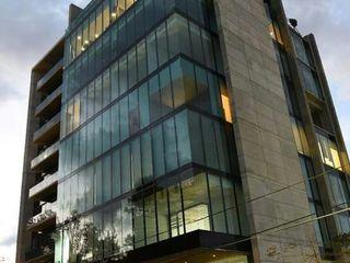 vertikal Bangunan Kantor Modern Kaca