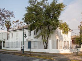 Bau-czek Spa Oficinas y comercios de estilo clásico