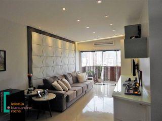 Sala de estar com TV Izabella Biancardine Interiores Salas de estar modernas