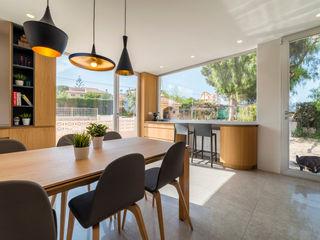 Refurbishment for Javi & Rosa Pablo Muñoz Payá Arquitectos Ruang Makan Minimalis