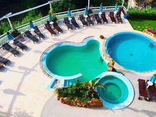 Pavimento Moderno Hoteles de estilo tropical