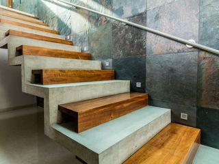 GRUPO VOLTA Escaleras Concreto Gris