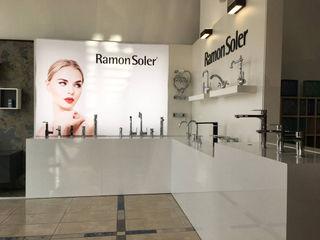 Espacios RS Space Premium para Ramon Soler BARASONA Diseño y Comunicacion Espacios comerciales de estilo minimalista Blanco