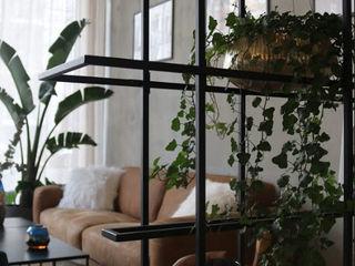 Design Studio Showroom Ivy's Design - Interior Designer aus Berlin Moderne Geschäftsräume & Stores Metall Schwarz