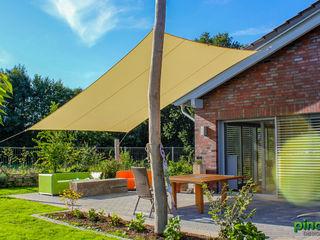 Sonnensegel mit Robinienpfosten Pina GmbH - Sonnensegel Design Moderner Garten