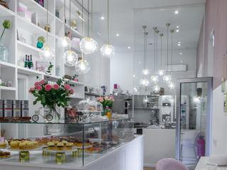 Classy Cupcake Store Ivy's Design - Interior Designer aus Berlin Klassische Gastronomie Glas Weiß