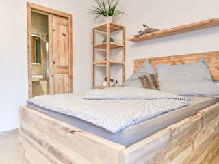 Wellnessraum edictum - UNIKAT MOBILIAR SchlafzimmerBetten und Kopfteile Holz Beige