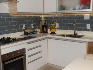 Cozinha Reformada Izabella Biancardine Interiores CozinhaArmários e estantes